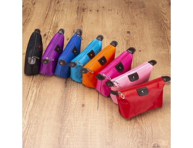 http://www.upbrindes.com.br/content/interfaces/cms/userfiles/produtos/304029-necessaire-de-nylon-colorida-com-botao-1-279.jpg