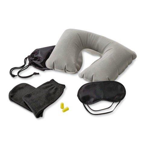 https://www.upbrindes.com.br/content/interfaces/cms/userfiles/produtos/901009-kit-de-viagem-com-almofada-de-pescoco-1-518.jpg